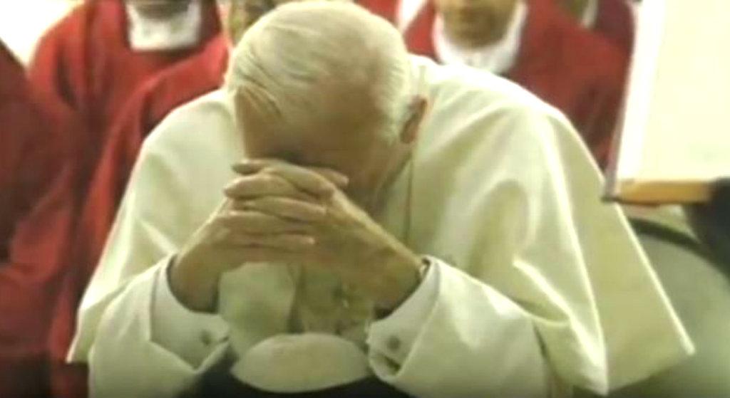 """""""Pokroiła Jana Pawła II""""! Interweniowała policja"""