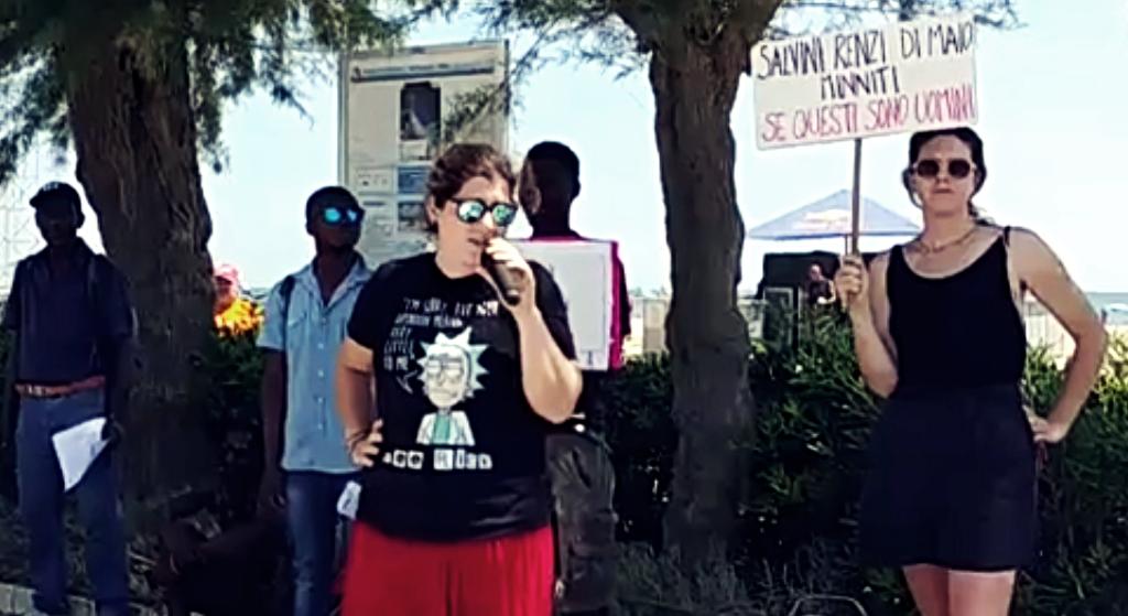"""""""Gwałt nie ma rasy"""". Protest przeciwko patrolom ONR w Rimini"""