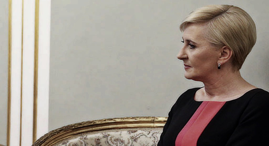 Publicznie zrównała Agatę Dudę z ziemią! Żona polskiego polityka była bezlitosna