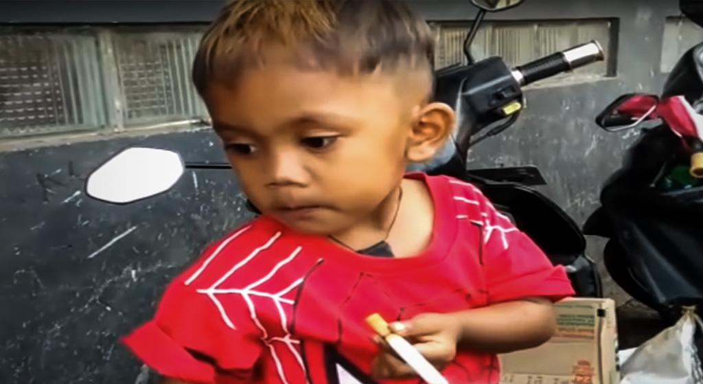 Ma dwa lata i pali 40 papierosów dziennie. Oburzające słowa rodziców