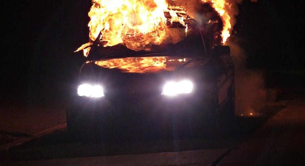 Makabra w Polsce! Bestie nagrywały dziecko płonące w samochodzie