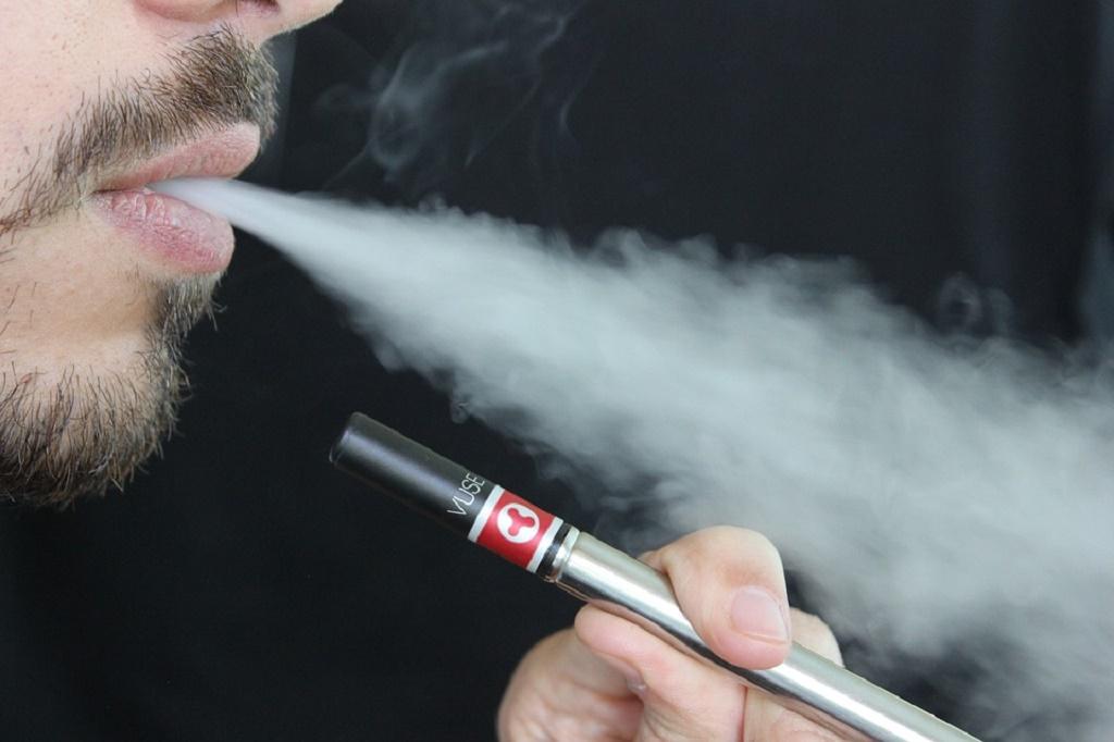 Elektroniczne papierosy: duża szkodliwość. Skutki i opinie lekarzy.