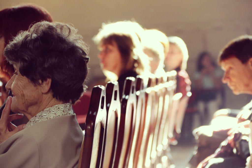 Ludzie w kościele