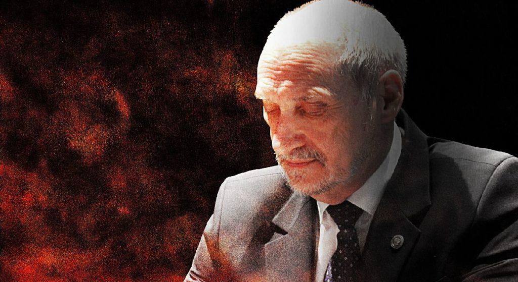 Kaczyński chce, by Macierewicz wyjechał z Polski! Sensacyjne doniesienia