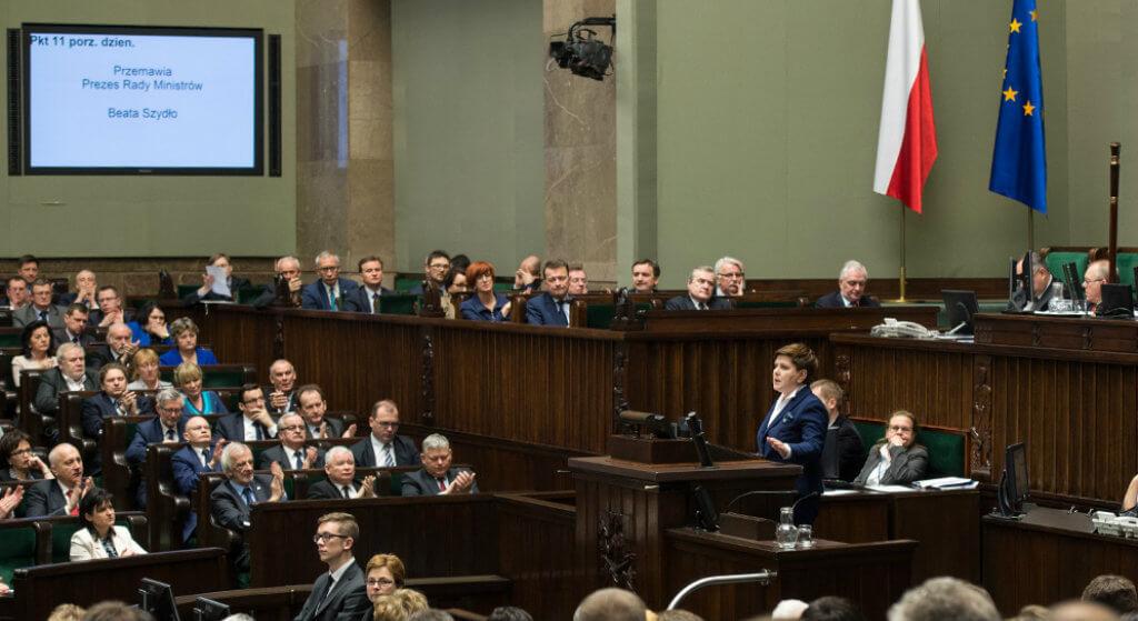 Posłowie PiS płaczą nad swoim losem. Przez Kaczyńskiego od października będą mniej zarabiać