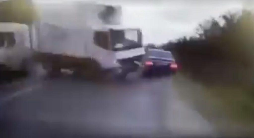 Nie żyje premier, auto prezydenta kolejnego kraju staranowała ciężarówka. Co się dzieje?!