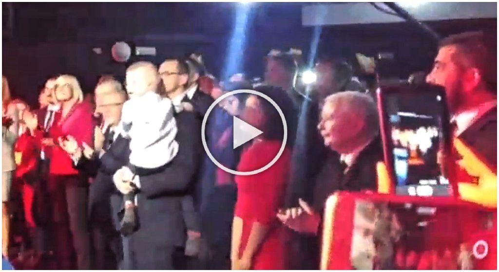 Kaczyński klaskał, Jaki podskakiwał. Hip-hopowa impreza PiS hitem sieci