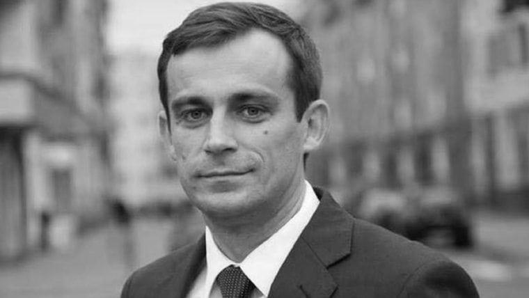 Są wyniki badań zmarłego, polskiego polityka. Jego rodzina jest wściekła