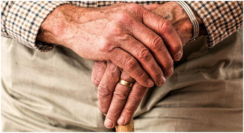 Setki tysięcy emerytów w rozpaczy. Nigdy nie zobaczą 500 plus, rząd rzuci im ochłapy