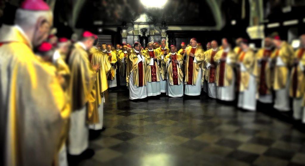 """Polski biskup nie wytrzymał hipokryzji Kościoła! """"Wydałem wojnę przestępcom"""""""