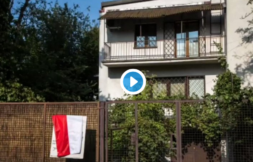 Kaczyński zaatakowany pod własnym domem! Okrutnie go wyszydzono