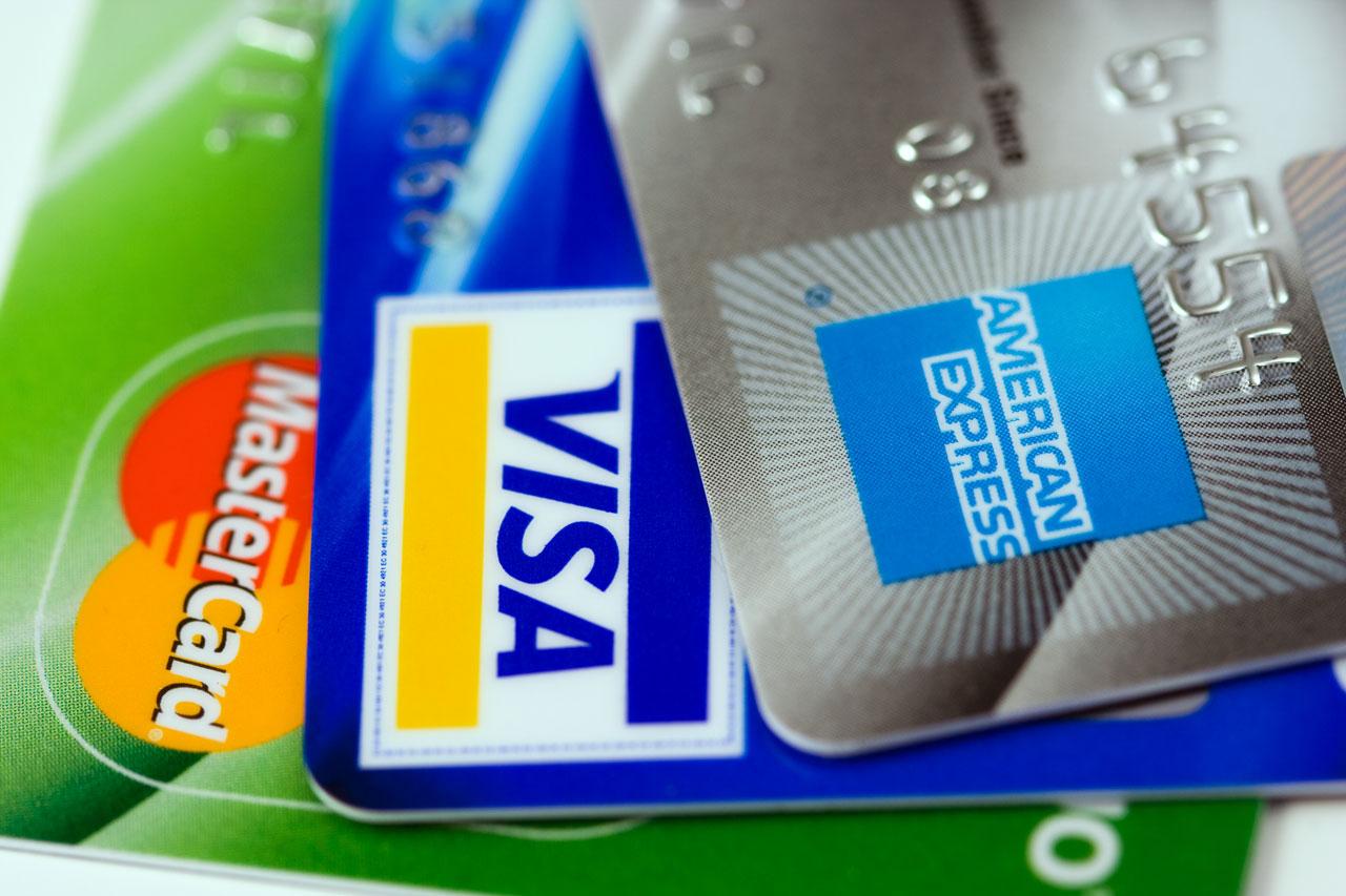 PKO BP rozdaje karty debetowe dzieciom. Wystarczy zapłacić 15 złotych
