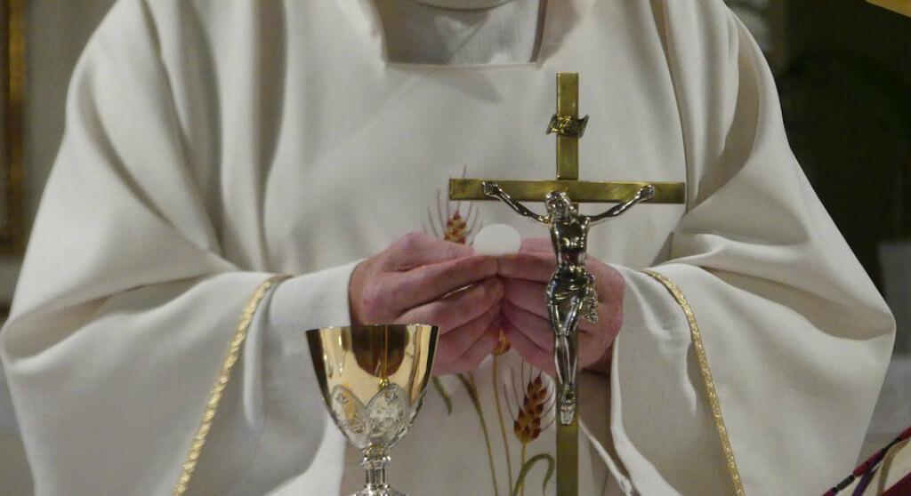 Zgwałcony przez księdza pedofila chciał popełnić samobójstwo. Postanowił go jednak znaleźć