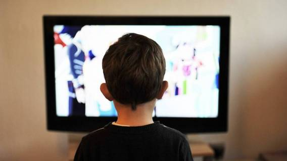 dziecko-telewizor pixabay