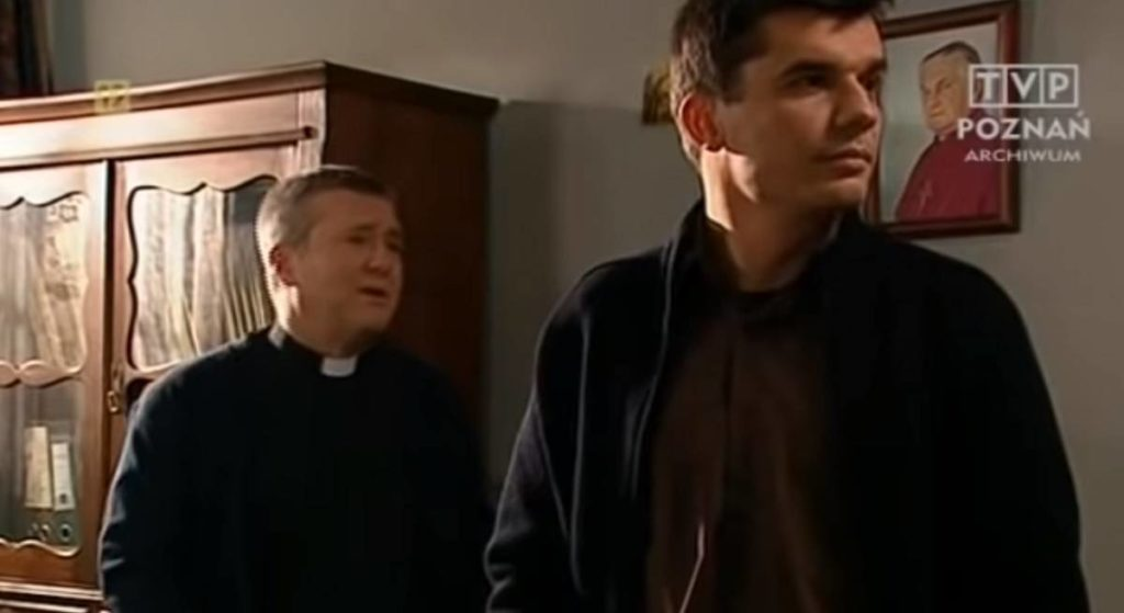 Zagrał księdza w popularnym serialu. To, o co proszą go ludzie na ulicy, szokuje!