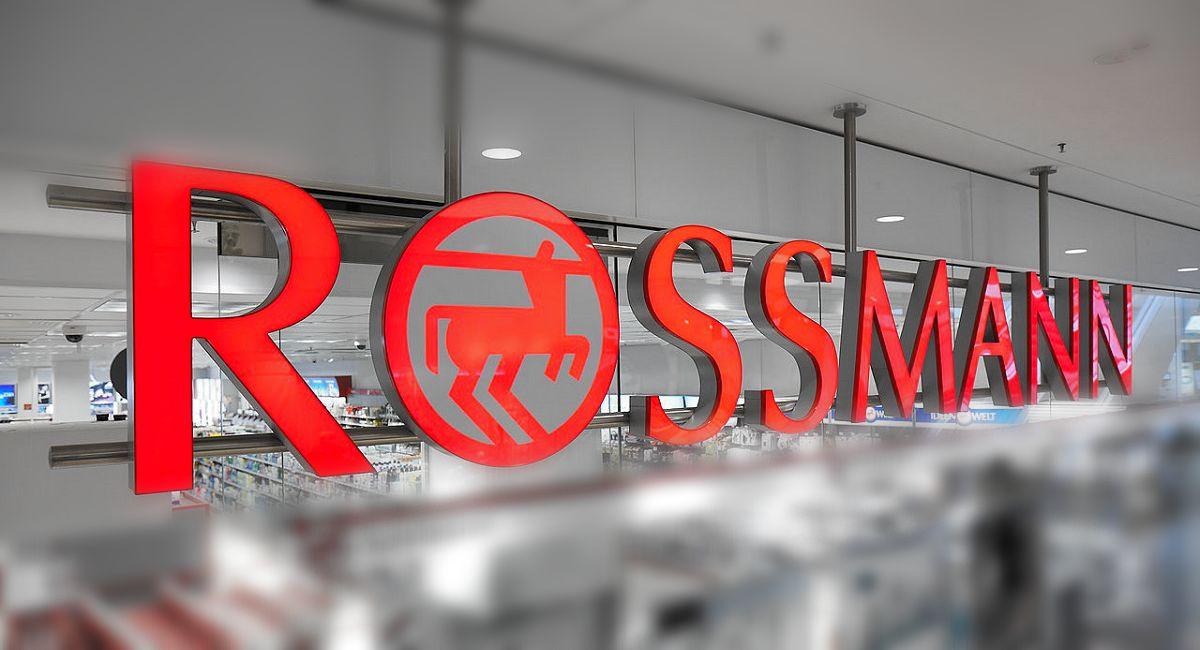 Szaleństwo przez promocję w Rossmannie! Puste półki, klienci rzucają się na produkty
