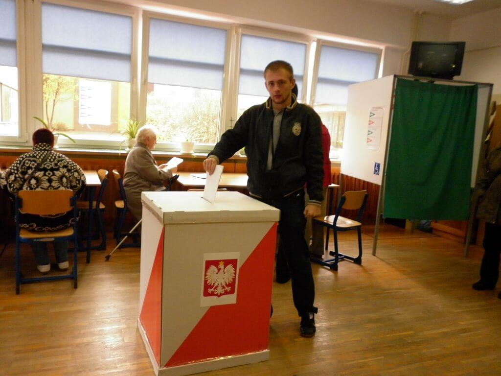 Burda podczas głosowania w Warszawie! Wyborcy odkryli oszustwo?