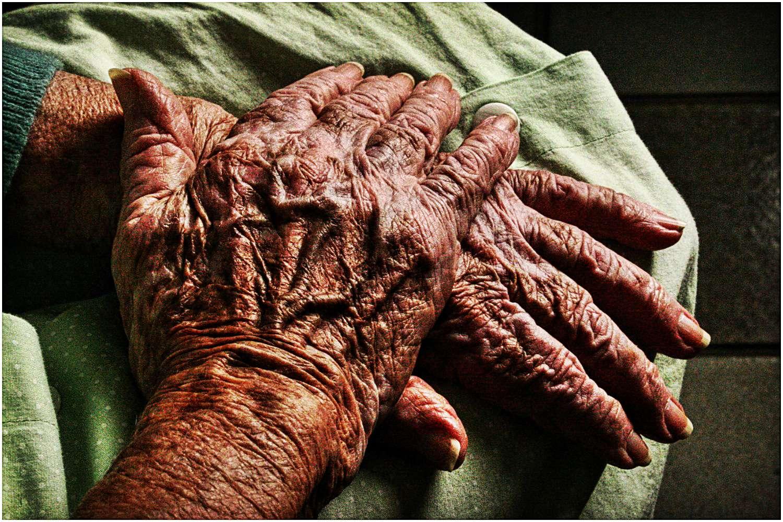 Wnuk-potwór znęcał się nad 87-letnią babcią. Wykorzystywał ją i bił latami
