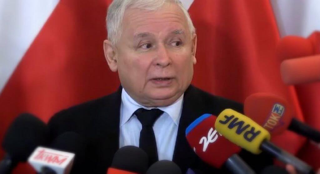 Co planują? Kaczyński i Morawiecki przyłapani na tajnej naradzie