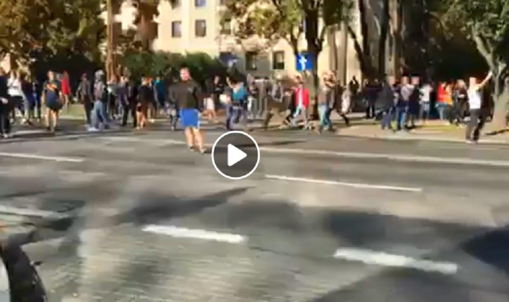 Zamieszki na Paradzie Równości! Policja użyła siły, narodowcy uciekają w panice
