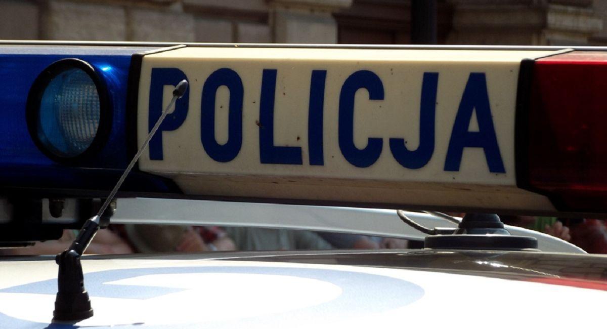 Policjant usłyszał płacz dziecka. Wyważył drzwi i zobaczył coś okropnego
