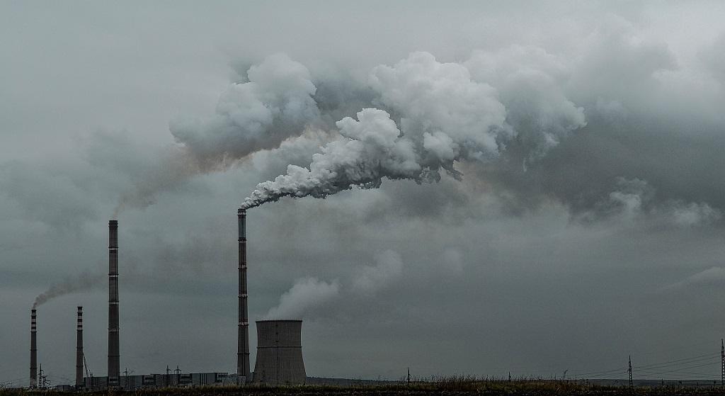 """Rząd PiS pluje Ci w twarz. """"Przez 2 lata NIC nie zrobimy ze smogiem"""""""