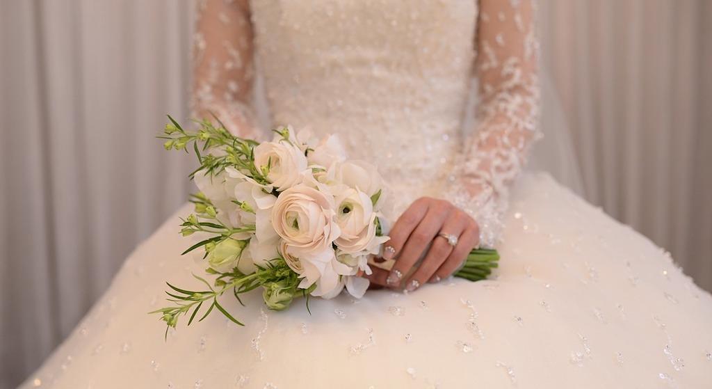 Tuż przed ślubem teściowa przekazała narzeczonej ważne słowa. Rozpłakała się i wybiegła