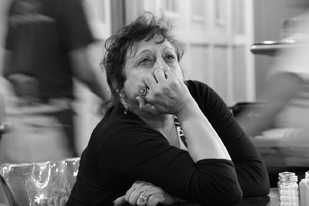 """Samotna matka przeczytała pamiętnik swojej 16-letniej córki. Zrozpaczona mówi: """"Nie wiedziałam, co mam o tym myśleć..."""""""