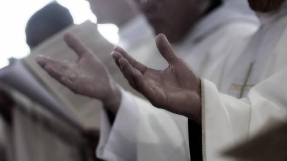 Kler to przy tym bajka dla dzieci. Polacy tworzą demoniczny świat księży