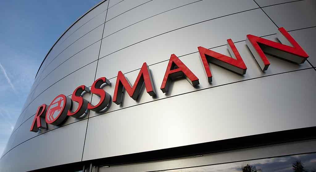 Rossmann kładzie konkurencję na łopatki! Tłumy klientów będą czekać na otwarcie