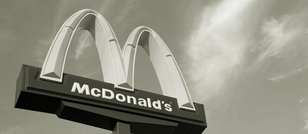 Zabrała małego synka do McDonalda. Oboje nie żyją, prawdziwy koszmar