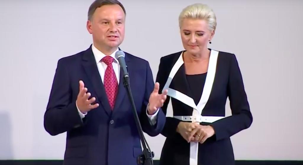 Wściekli Polacy zlinczowali Agatę Dudę! Pierwsza dama schowa się ze wstydu