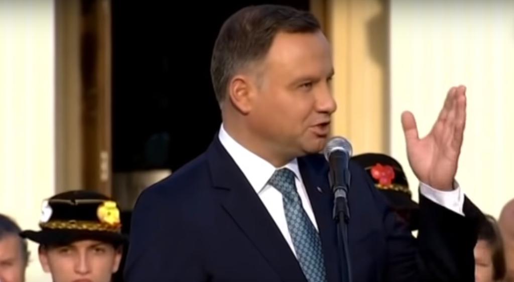 Andrzej Duda wczuł się w rolę zabitego, polskiego żołnierza. Żenada?