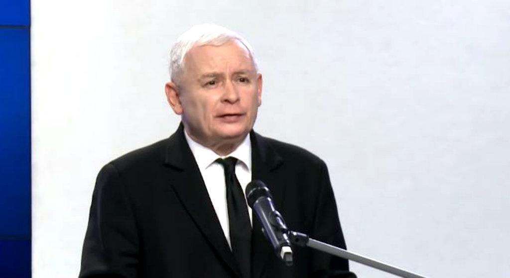 Kaczyński będzie wściekły! B. premier zmiażdżył jego ulubieńca