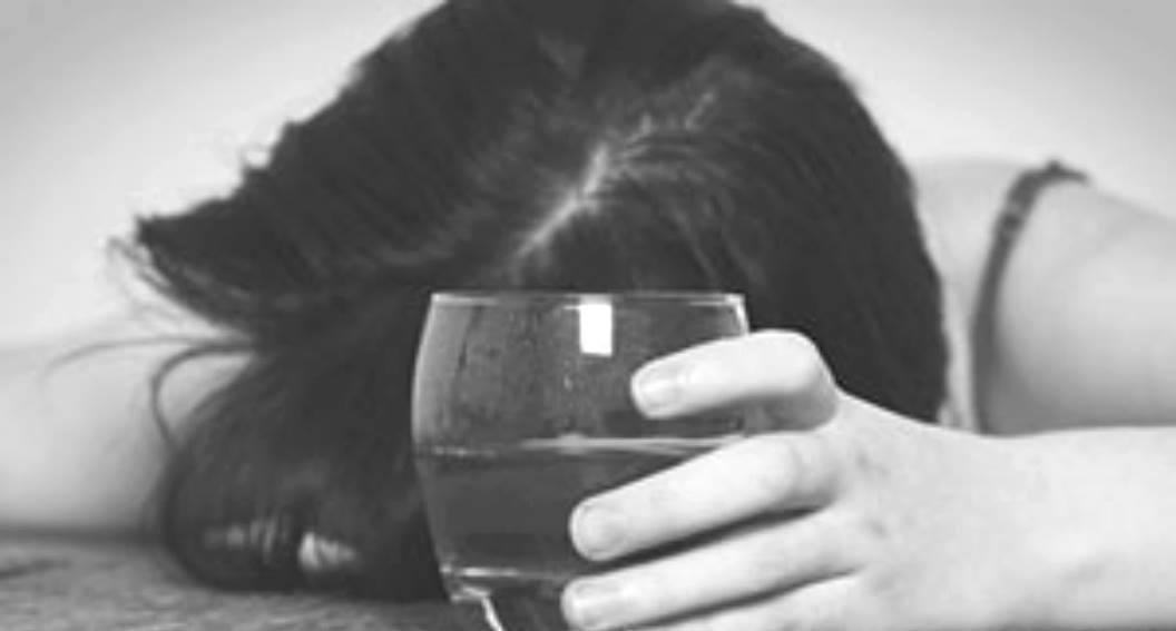 """Straszne informacje mediów o gwieździe TVN. """"Wróciła do picia, straciła kontrolę"""""""