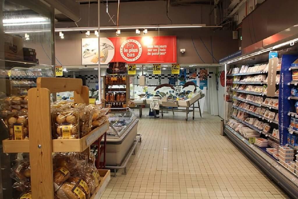 Duży supermarket w Polsce całkowicie z tego zrezygnował. Starsi ludzie będą mieli problem