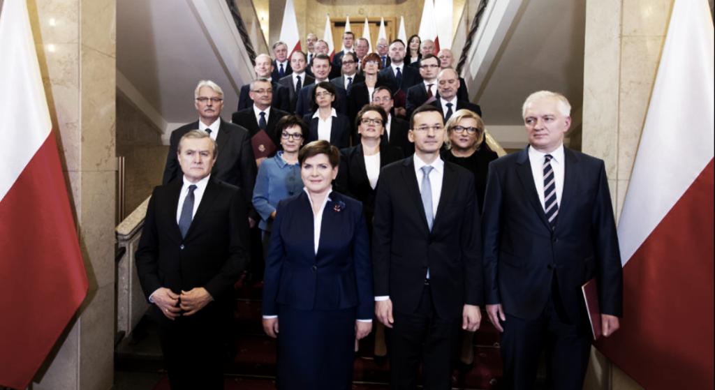 Ujawniono najważniejsze pismo polskiego ministerstwa! PiS się złamał, Polacy świętują