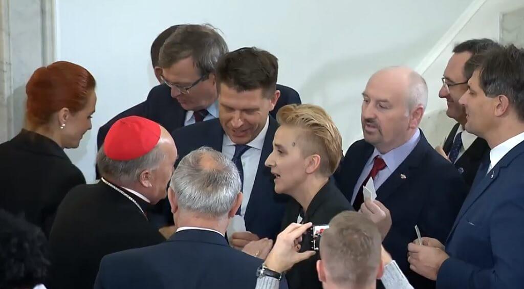 Człowiek Benedykta XVI nie wiedział, gdzie podziać wzrok! Polska opozycja naprawdę to zrobiła