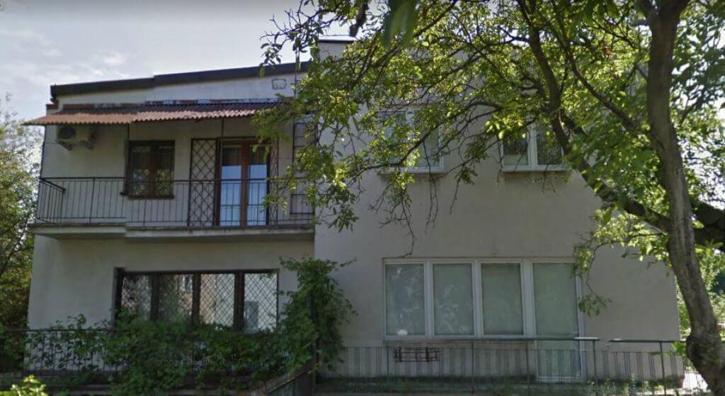 Gdzie mieszka Jarosław Kaczyński? Adres, byli właściciele, historia wilii