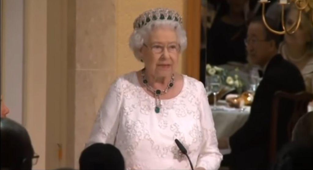 Na zawsze zmieniła oblicze korony, Elżbieta II wciąż nie może o niej zapomnieć