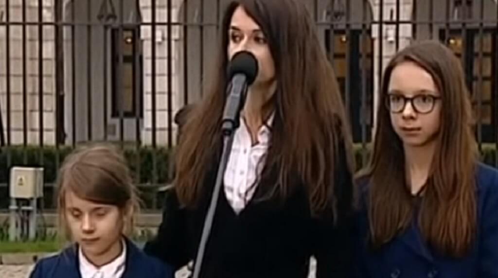 Mroczna stylizacja córki Kaczyńskiej to przeszłość! W świątecznej odmianie jest nie do poznania