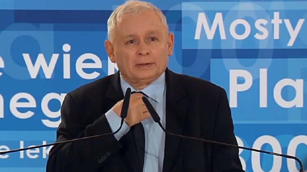 Kaczyńskiemu pewnie podniosło się ciśnienie! Pani minister kusi go w mini