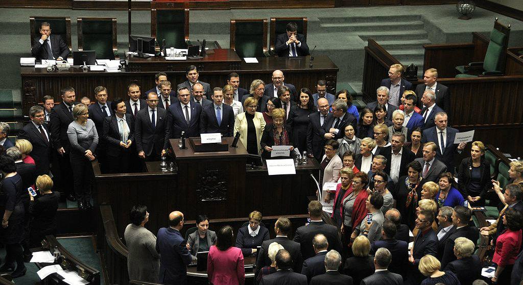 Nocne głosowanie w Sejmie i Senacie! Wszyscy za to zapłacimy