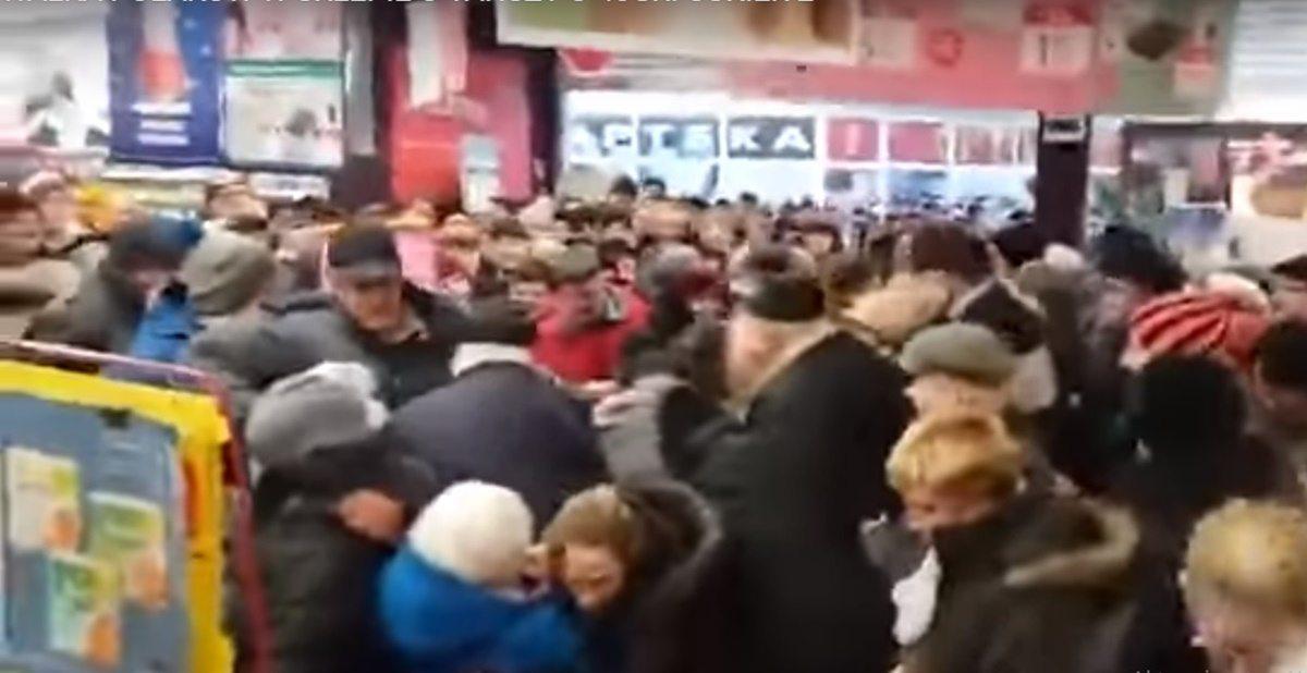Ludzie tratują się w sklepach i zachowują jak zwierzęta. Dramat w supermarketach
