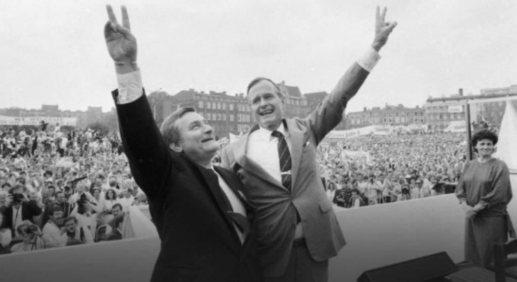 Ostatnie pożegnanie. Smutny Lech Wałęsa uda się na pogrzeb