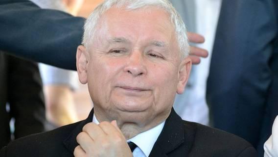 Co ukrywa Kaczyński?! Tajemniczy ludzie kręcą się po siedzibie PiS na Nowogrodzkiej