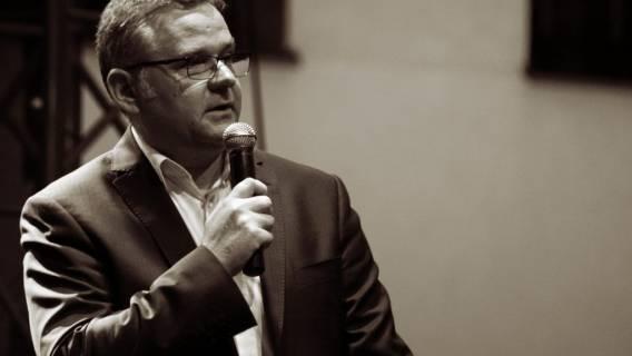Artur Andrus: Żona dziennikarza to tajemnicza postać