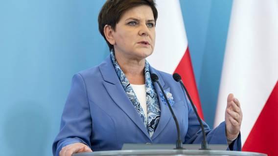 Szydło naprawdę sądzi, że Polacy się nabiorą. Jak jej nie wstyd?