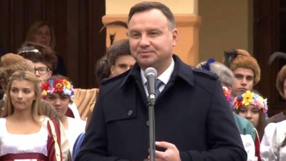 Skandal! Andrzej Duda promuje tekst o tym, że