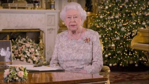 Wiemy, co królowa Elżbieta dostała na gwiazdkę od Meghan Markle. Internauci: